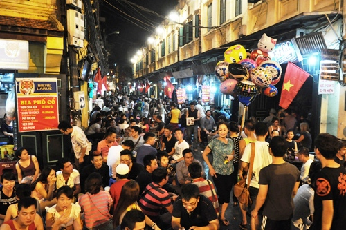 Ta Hien St., which is located in the middle of the Old Quarters of Hanoi, is popular to travelers and the youth generation because it depicts the urban nightlife and is a reflection of the modern Hanoi. Photo courtesy to khamphahanoi.info