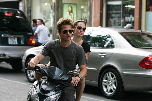 Brad Pitt and Angelina Jolie on a motorbike in Sai Gon, back in the day they visited Vietnam to adopt their second son Pax Thien