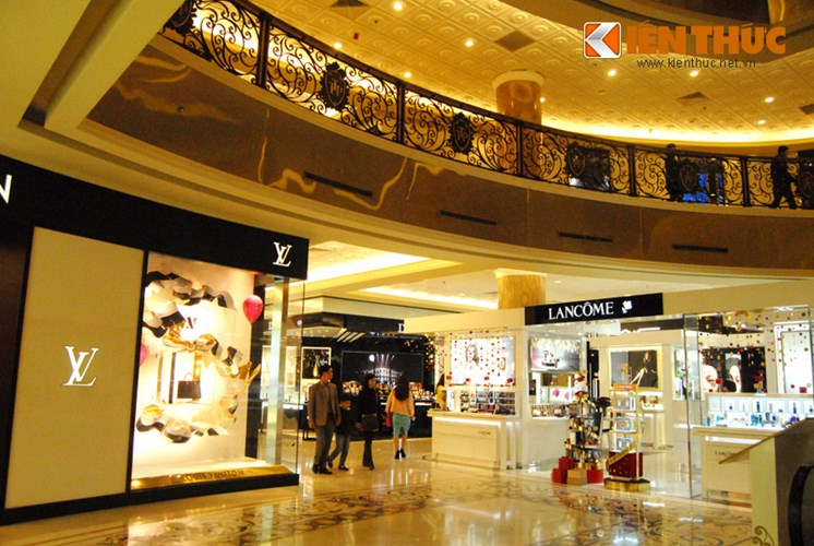 shop for luxurious brands in trang tien plaza
