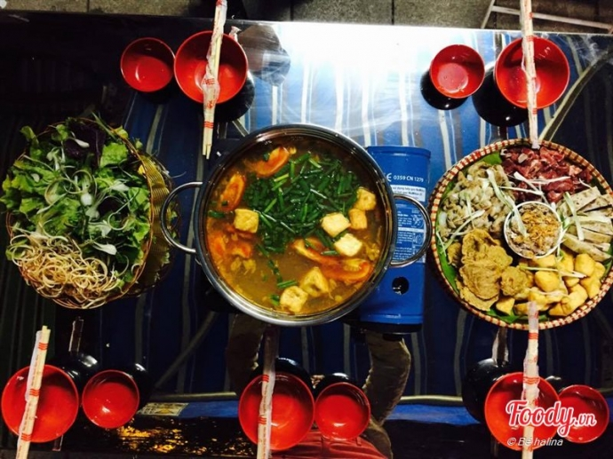 Hot pot on Phung Hung st. Photo courtesy of foody.vn